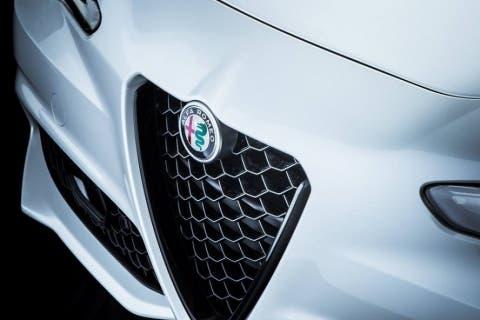 Alfa-Romeo-Giulia-Nero-Edizione-1