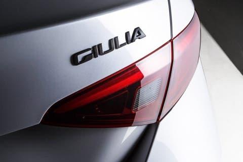 Alfa-Romeo-Giulia-Nero-Edizione-2