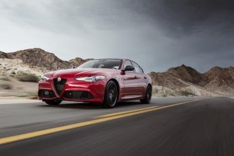 Alfa-Romeo-Giulia-Nero-Edizione-3-1