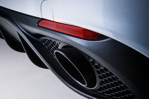 Alfa-Romeo-Giulia-Nero-Edizione-3