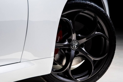 Alfa-Romeo-Giulia-Nero-Edizione-4