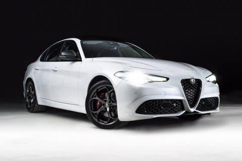 Alfa-Romeo-Giulia-Nero-Edizione