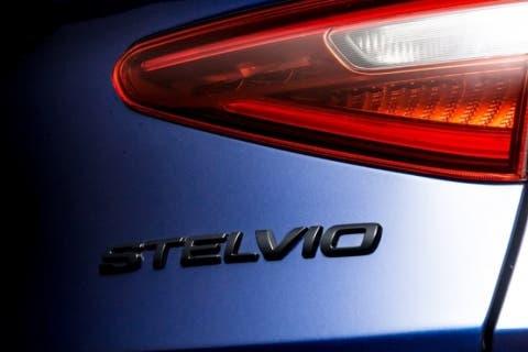 Alfa-Romeo-Stelvio-Nero-Edizione-1