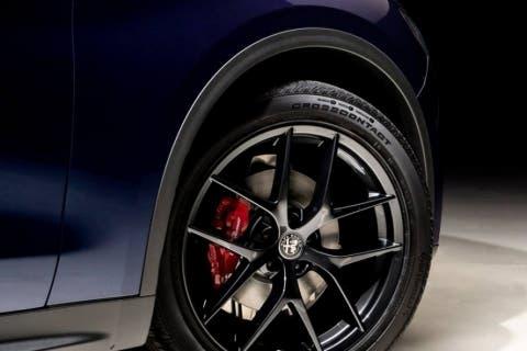 Alfa-Romeo-Stelvio-Nero-Edizione-3