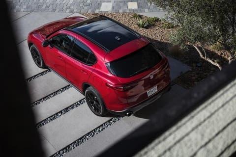 Alfa-Romeo-Stelvio-Nero-Edizione-5