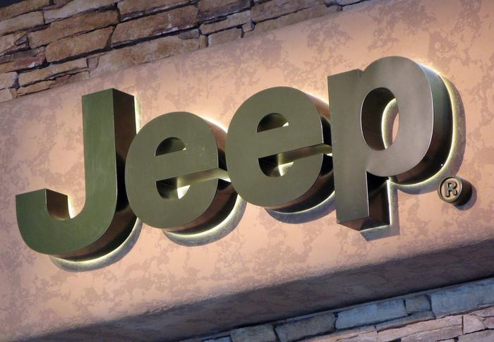 Chrysler orders recall of 2.7 million vehicles