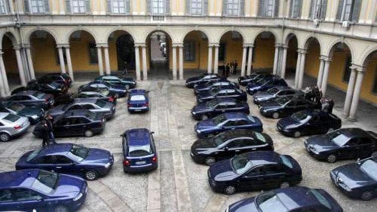 Auto blu taglio calo sud Italia