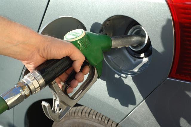 Prezzo benzina accise carburanti calo petrolio