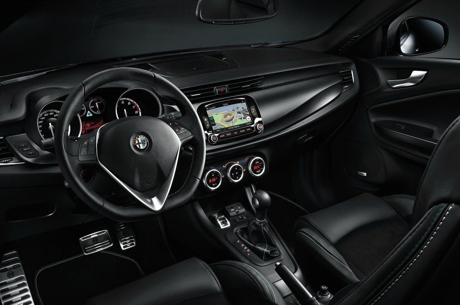 Alfa Romeo Giulietta Quadrifoglio Verde interni