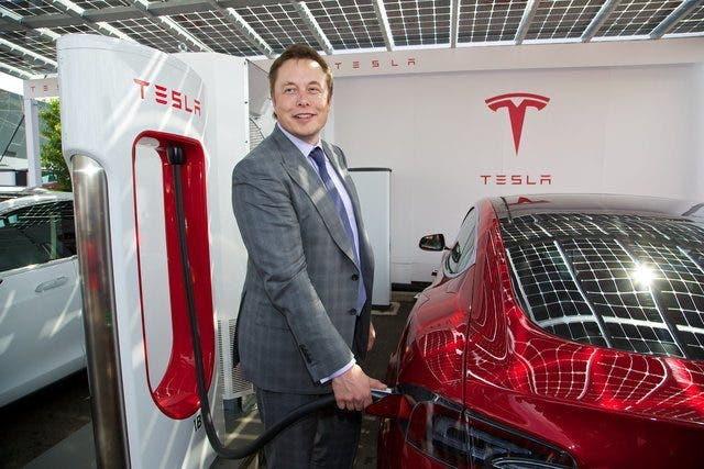 Tesla imita Jeep: risolti i bug dopo l'attacco degli hacker cinesi