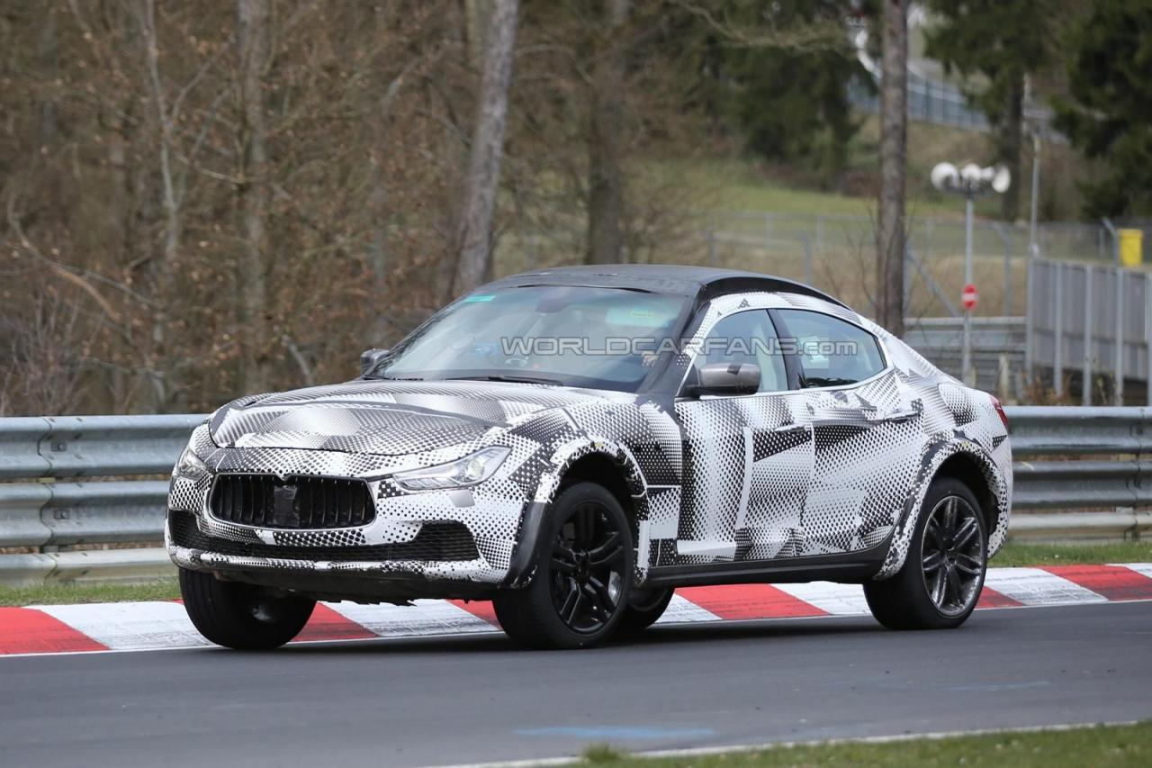 maserati levante foto spia dei test al nurburgring. Black Bedroom Furniture Sets. Home Design Ideas