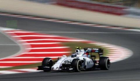 Bottas sulla sua Williams. Al traguardo precederà Raikkonen