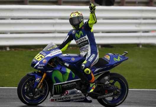 MotoGP: Rossi fenomeno a Silverstone, podio tutto tricolore
