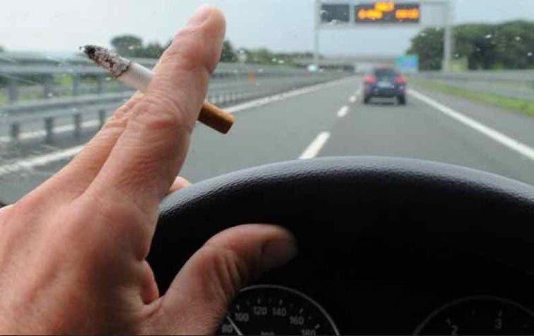 Divieto fumo in auto in Inghilterra dal 1° ottobre