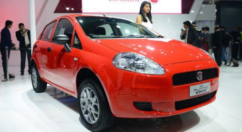 1529419_fiat_punto_pure_at_2016_auto_expo_1024x683