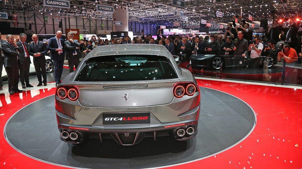 Ferrari-GTC4Lusso 2