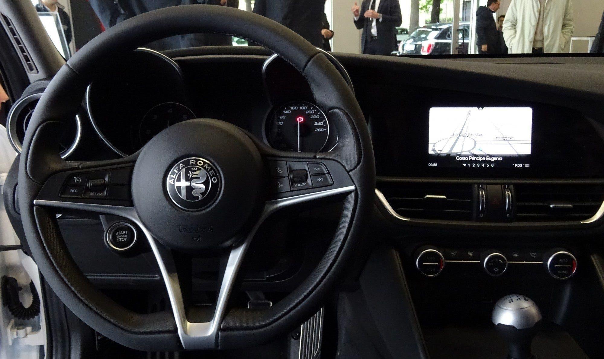 Club Alfa Romeo Giulia volante in pelle