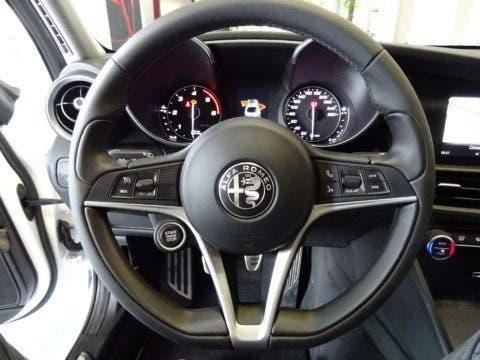 Club Alfa Romeo Giulia Volante