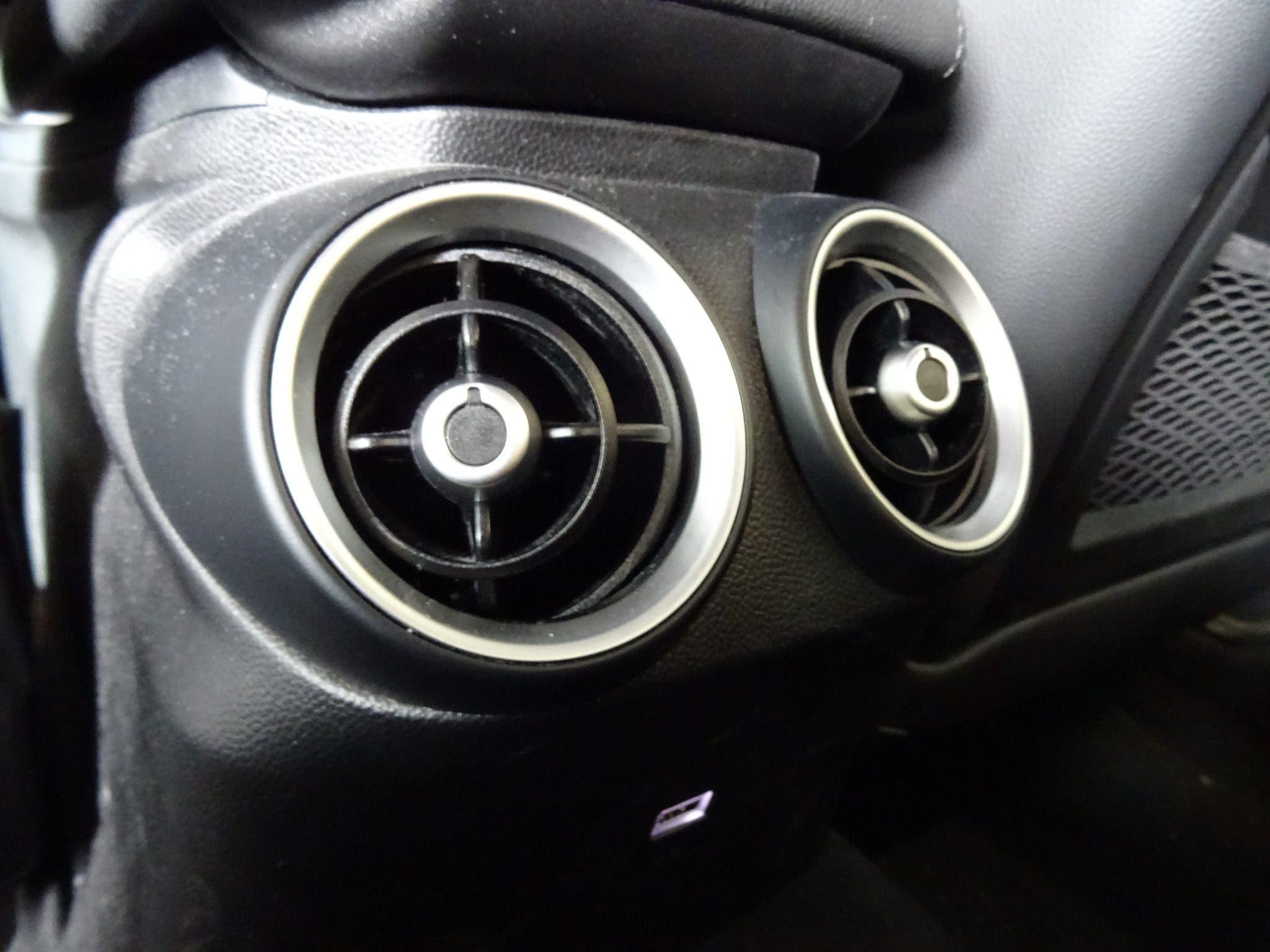 Club Alfa Romeo Giulia interni bocchette