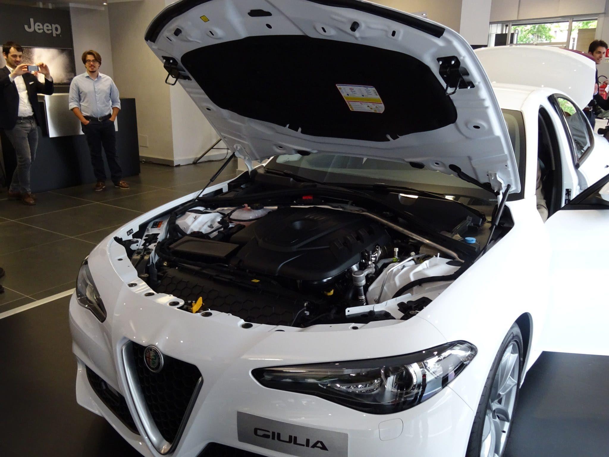 Club Alfa Romeo Giulia cofano motore