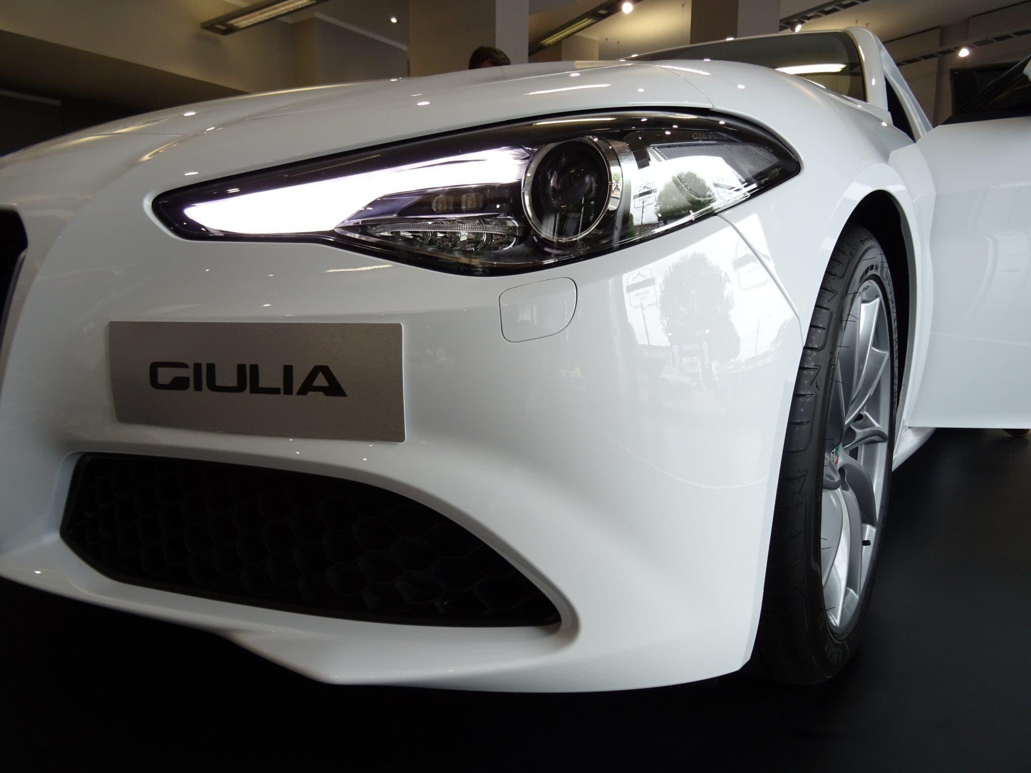Club Alfa Romeo Giulia fari
