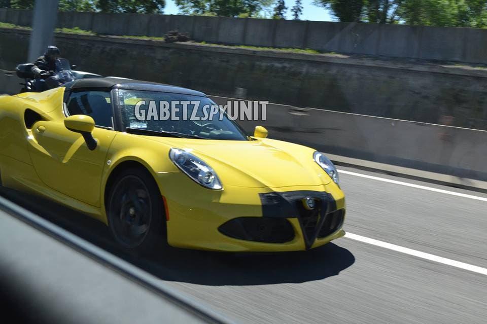 Alfa Romeo 4C spy