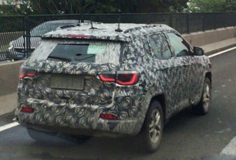 Jeep Compass 2017: foto spia svela il posteriore