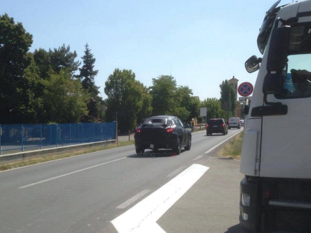 Alfa Stelvio Spy Foto