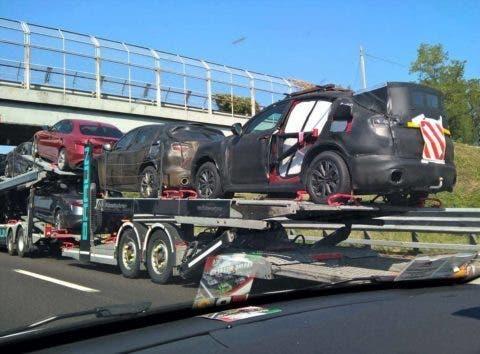 Foto spia dell'Alfa Romeo Stelvio su di una bisarca