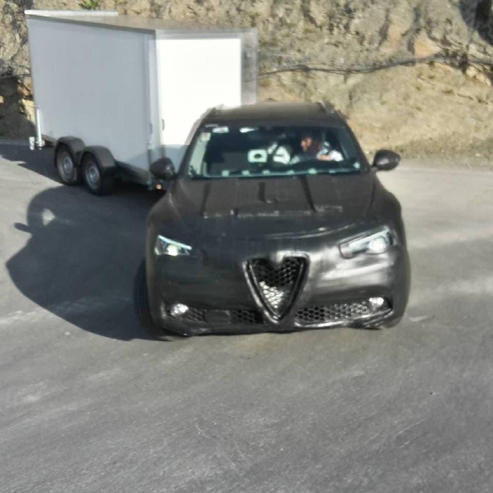 Alfa Romeo Stelvio: nuove foto spia di settembre 2016