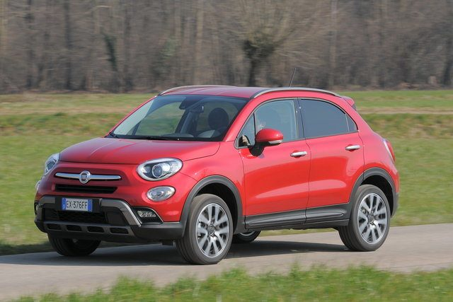 fiat 500x cross plus debutto internazionale al salone di parigi 2016. Black Bedroom Furniture Sets. Home Design Ideas