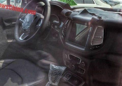 Jeep Compass 2017 interni e consolle centrale