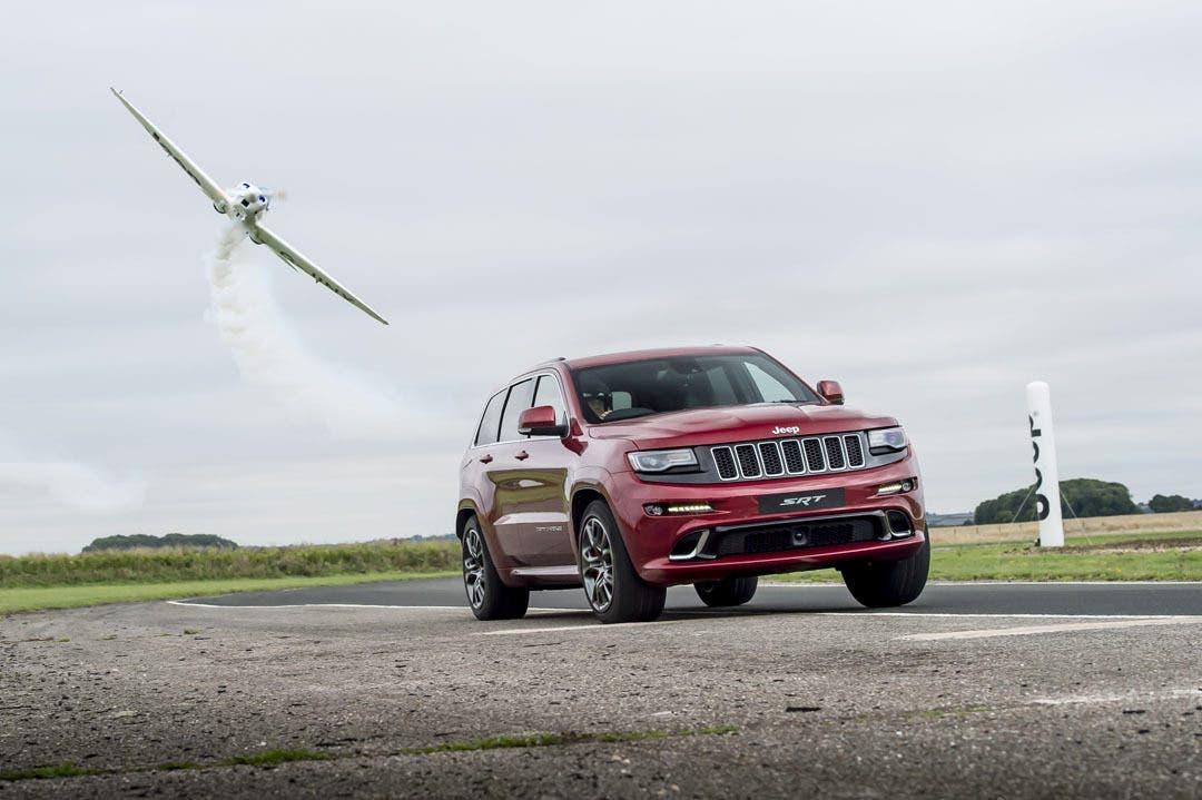 Jeep Grand Cherokee SRT: più veloce di un aereo, giro di pista record
