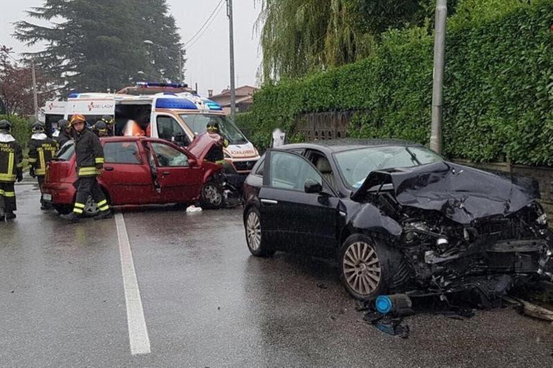 Alfa Romeo impatto frontale con Fiat Punto: coinvolto Bossi Jr
