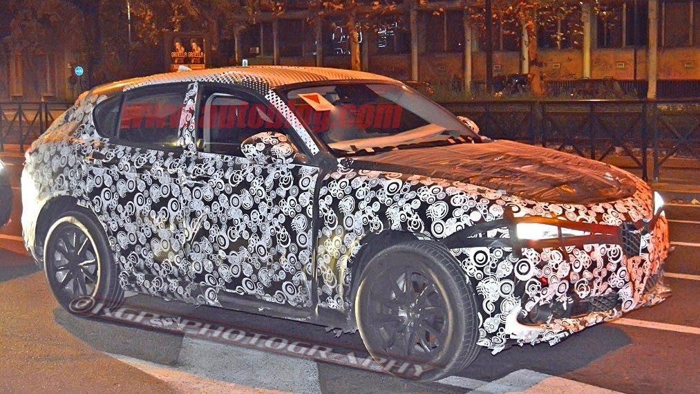 Alfa Romeo Stelvio: test in notturna per il nuovo Suv del Biscione
