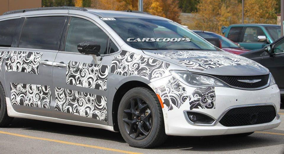 Chrysler Pacifica nuova foto spia dal Colorado del futuro minivan