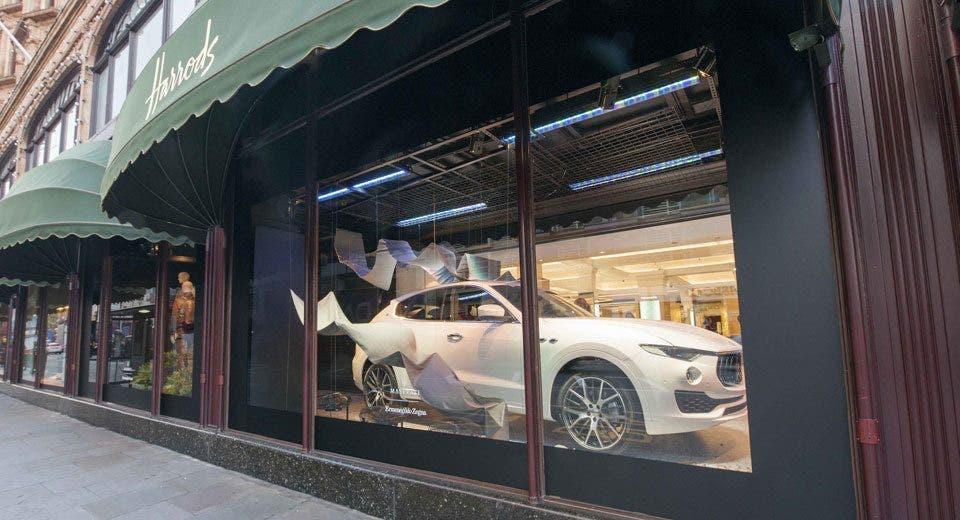Maserati Levante protagonista a Londra: due modelli in esposizione presso i grandi magazzini Harrods