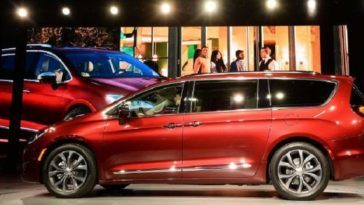 Chrysler Pacifica 'eHybrid'.
