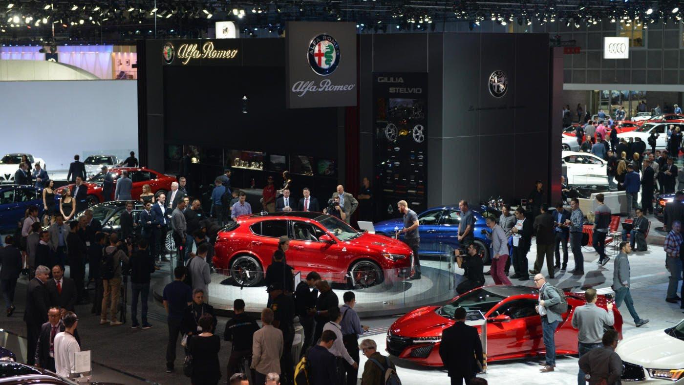 Alfa Romeo Stelvio Quadrifoglio in mostra al Los Angeles Auto Show nello stand del Biscione