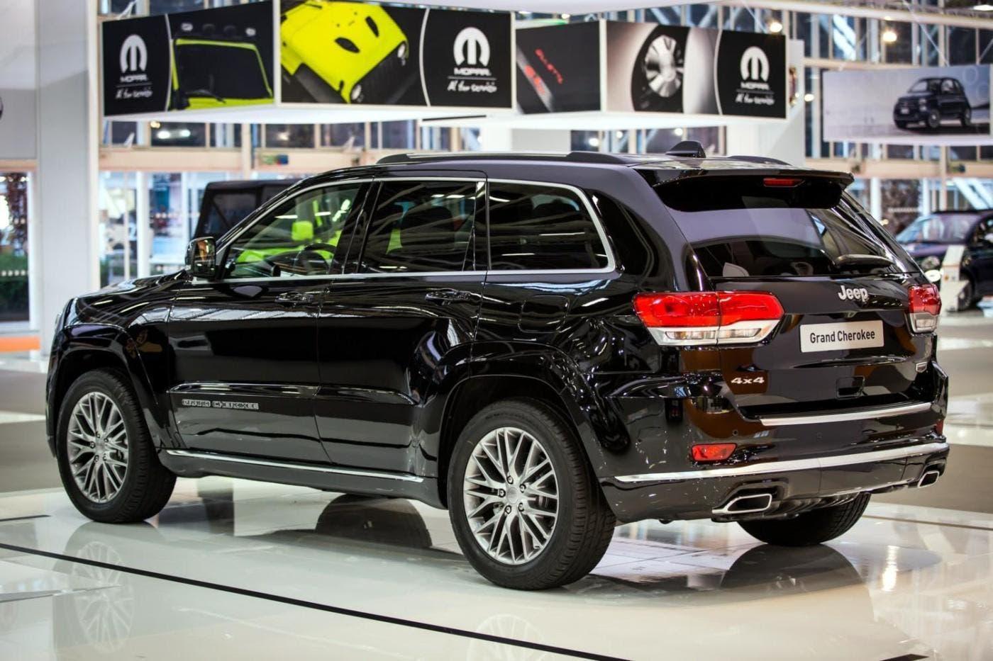 nuova jeep grand cherokee debutto italiano al motor show. Black Bedroom Furniture Sets. Home Design Ideas