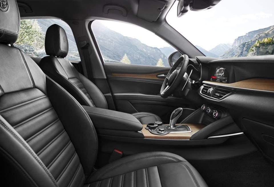 Alfa Romeo Stelvio First Edition interni