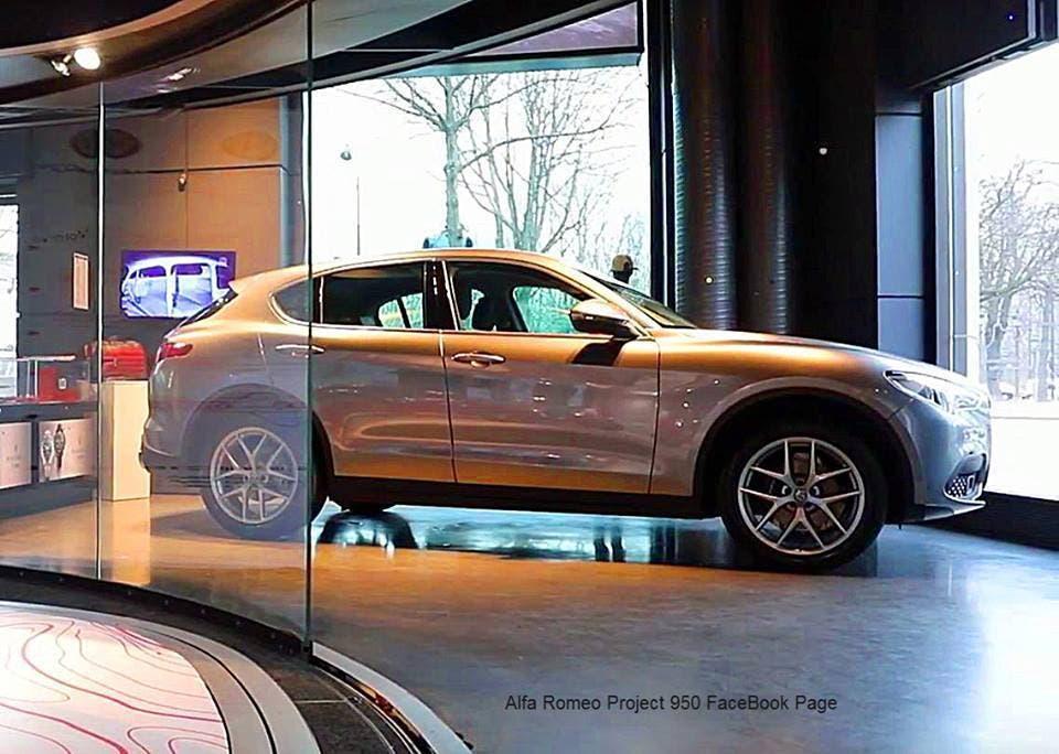 Alfa Romeo Stelvio In Mostra Al Motor Village Di Parigi