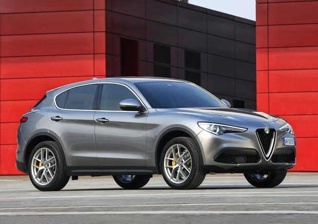 alfa romeo stelvio se ne venderanno 10 mila nel 2017 secondo dataforce. Black Bedroom Furniture Sets. Home Design Ideas