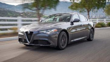 2017-Alfa-Romeo-Giulia-20-frontale tre quarti su strada
