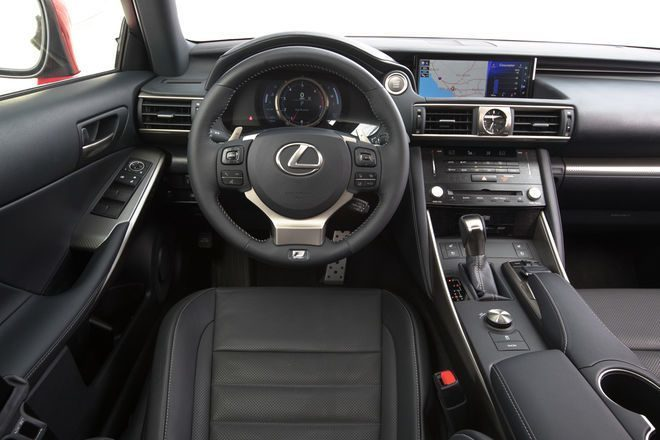 lexus is 200t posto di guida, pelle nera