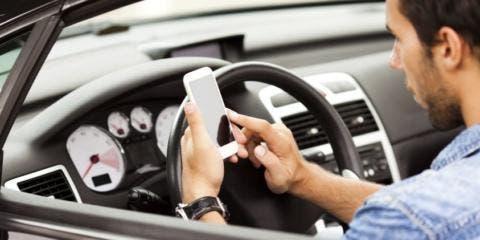 Guida con il cellulare