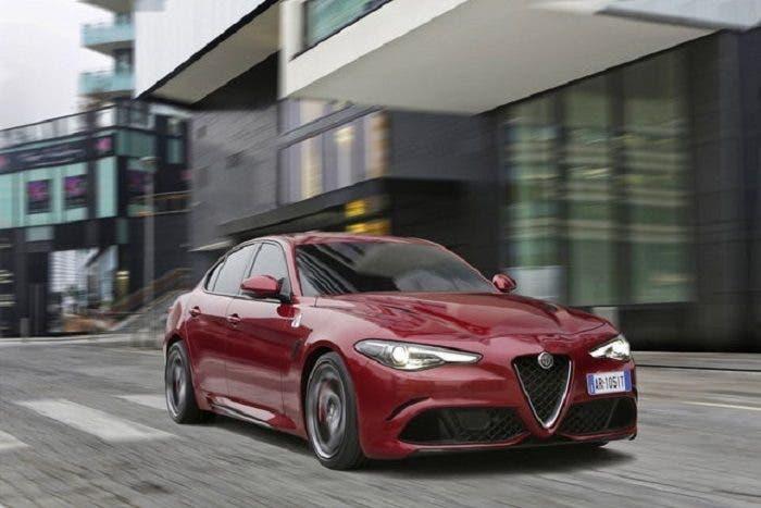 Alfa Romeo Giulia Quadrifoglio recensione Autocar