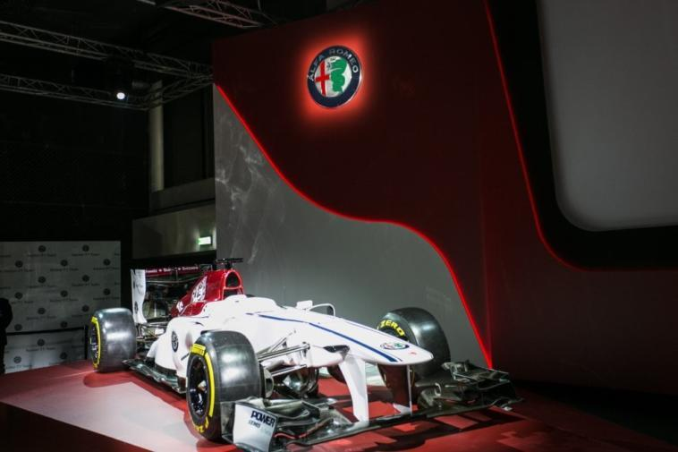 alfa romeo sauber ecco la livrea ufficiale delle monoposto del team. Black Bedroom Furniture Sets. Home Design Ideas