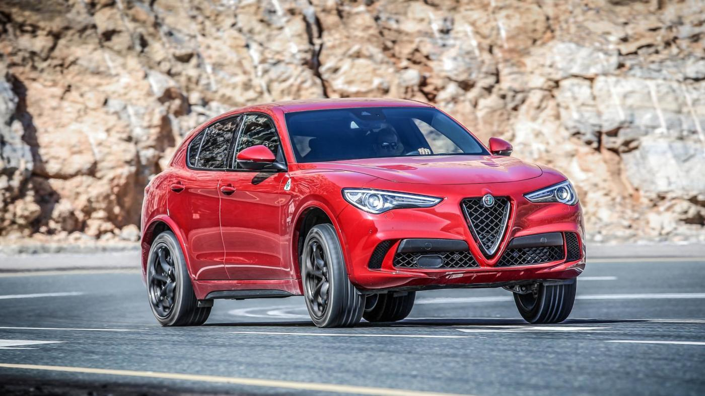 alfa romeo stelvio quadrifoglio promosso dalla prima recensione di top gear. Black Bedroom Furniture Sets. Home Design Ideas