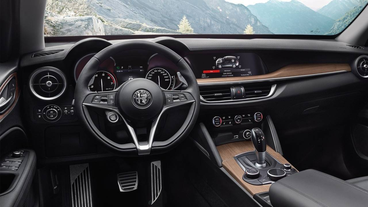 alfa romeo stelvio premiato come premium suv in gran bretagna. Black Bedroom Furniture Sets. Home Design Ideas